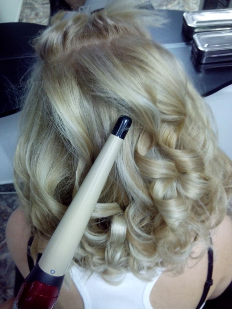 Curl your hair with hot air curl styler