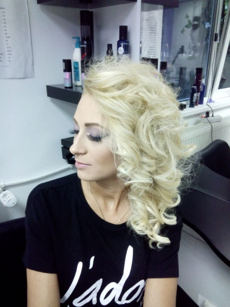 Styling with large barrel curling wand